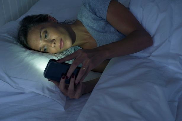 Woman-on-phone-in-bed